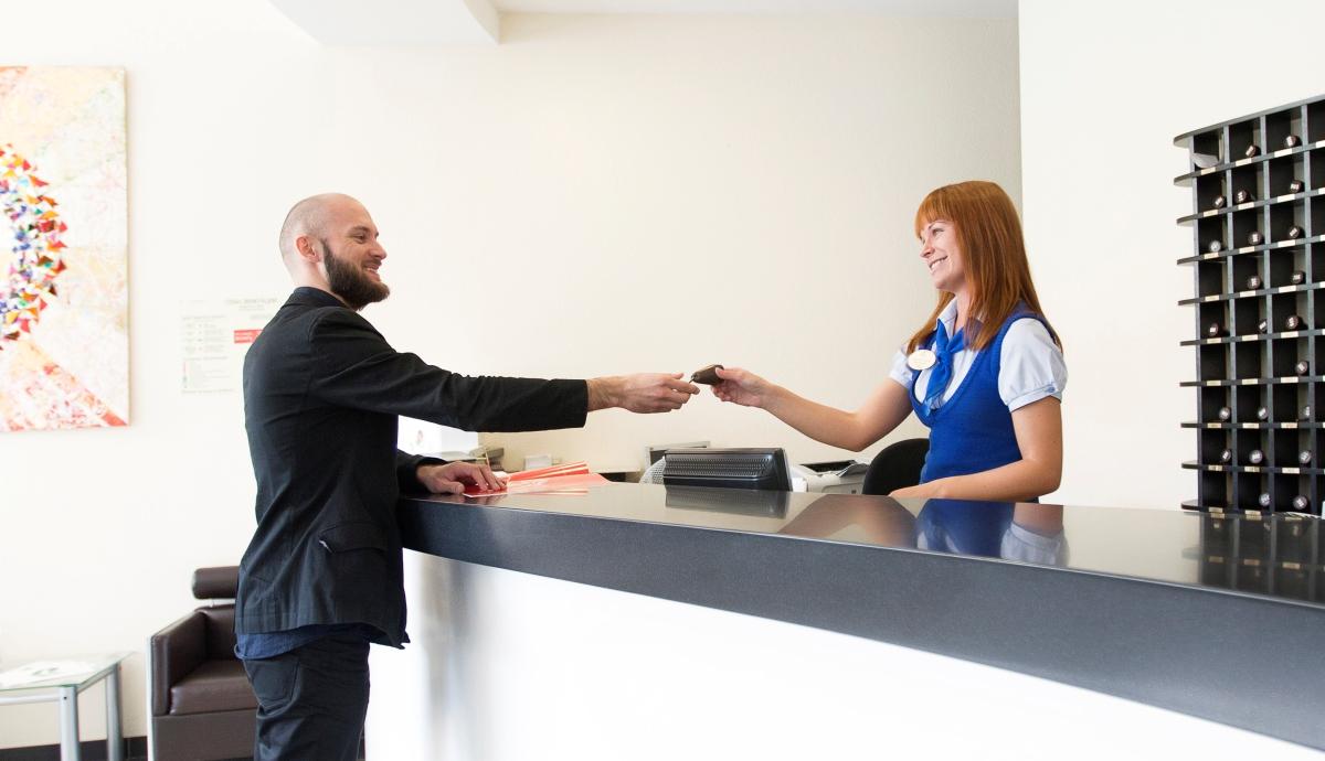 От 10 до 30% – скидка по карте на услуги отеля, ресторана, бара, бизнес-центра,Spa-центра и туристское обслуживание.