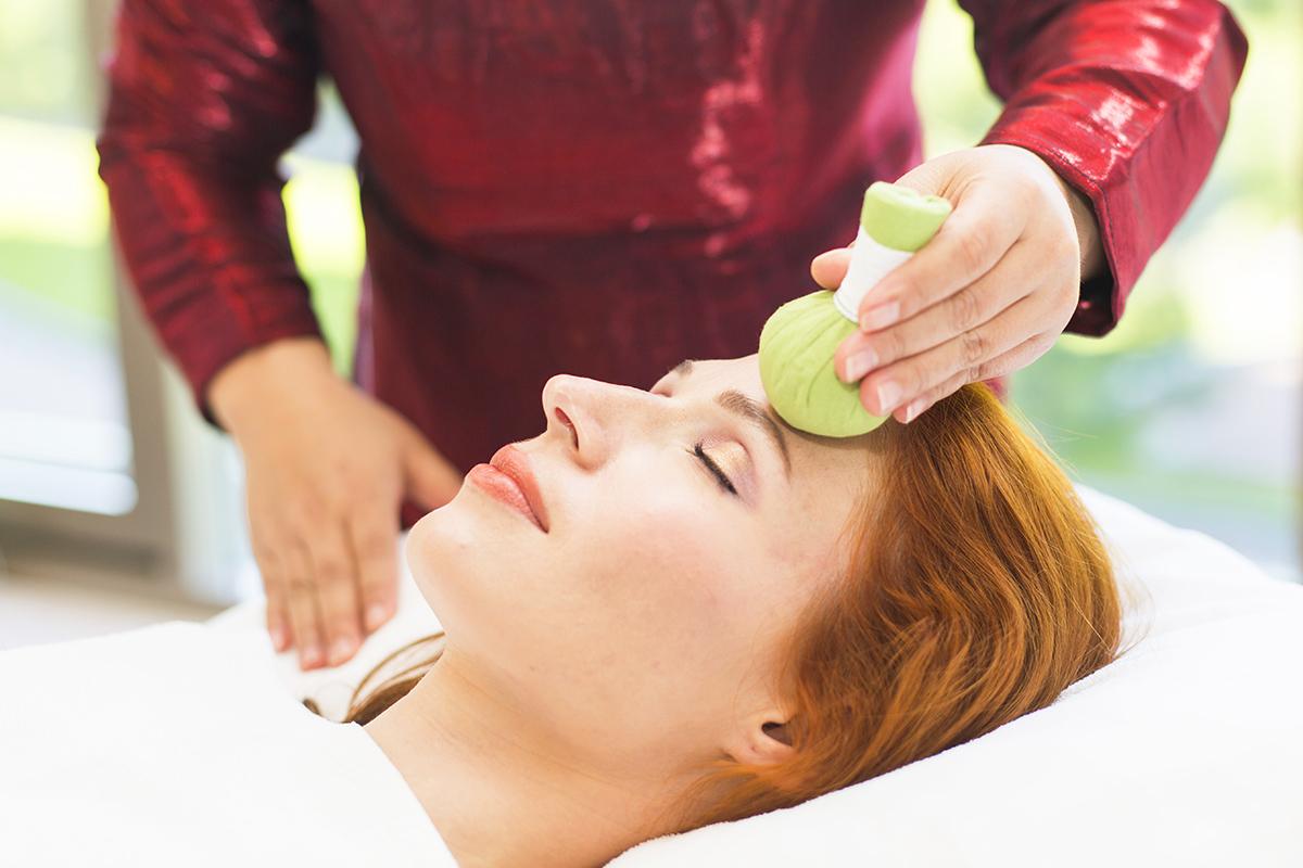 Благословение Будды (тайский массаж головы и лица горячими травяными мешочками)